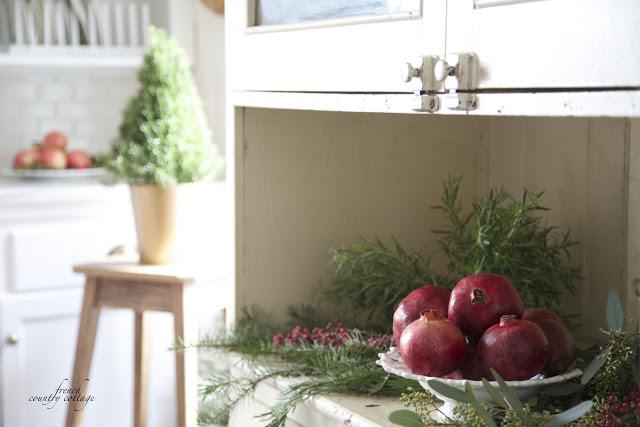dekor/frukty-na-novogodnem-stole-foto-provans-1.jpg