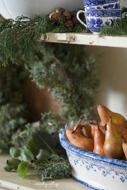 dekor/frukty-na-novogodnem-stole-foto-provans-11.jpg