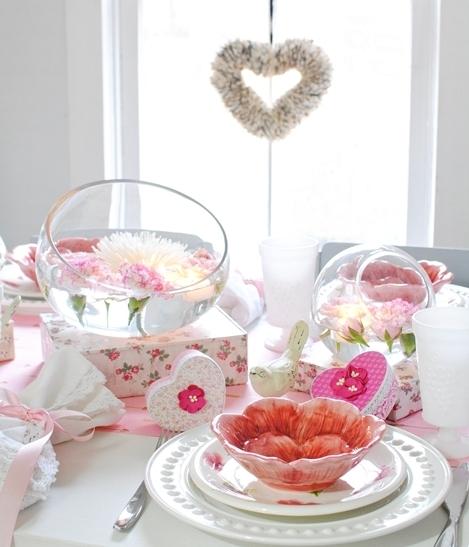 Как украсить комнату на 14 февраля - 12 фото в розовых тонах