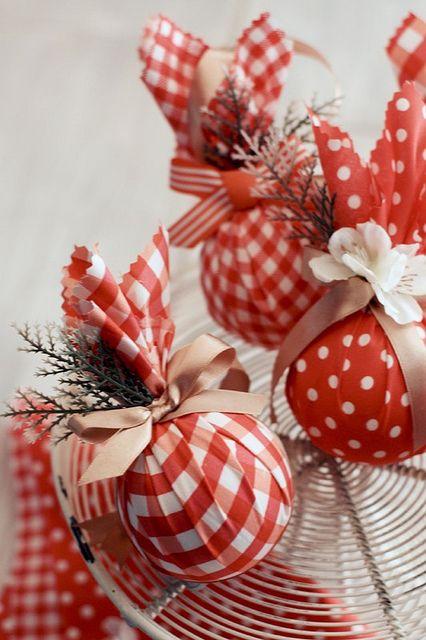 dekor/krasnye-novogodnie-shary-v-stile-provans-3.jpg
