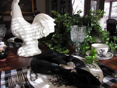 Сервировка новогоднего стола в черно-белых тонах — фото праздничного застолья в стиле Прованс