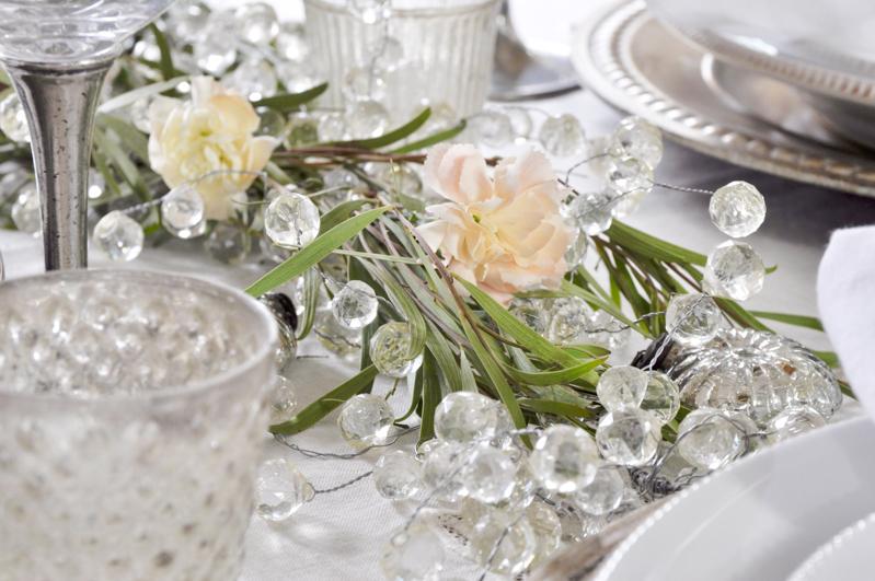 dekor/stol-na-den-vlublennyh-foto-provans-6.jpg