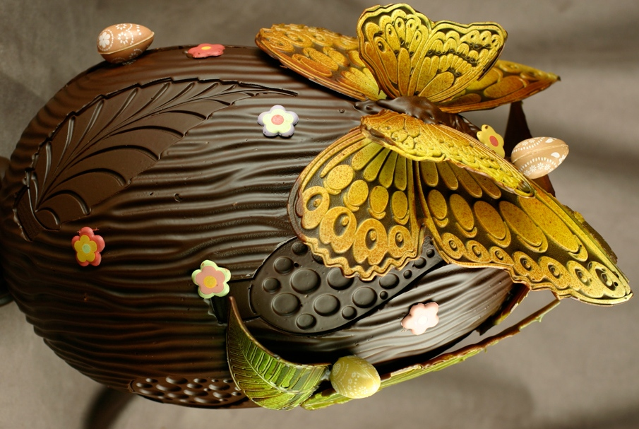 Пасхальные шедевры: 7 фото дизайнерских шоколадных яиц