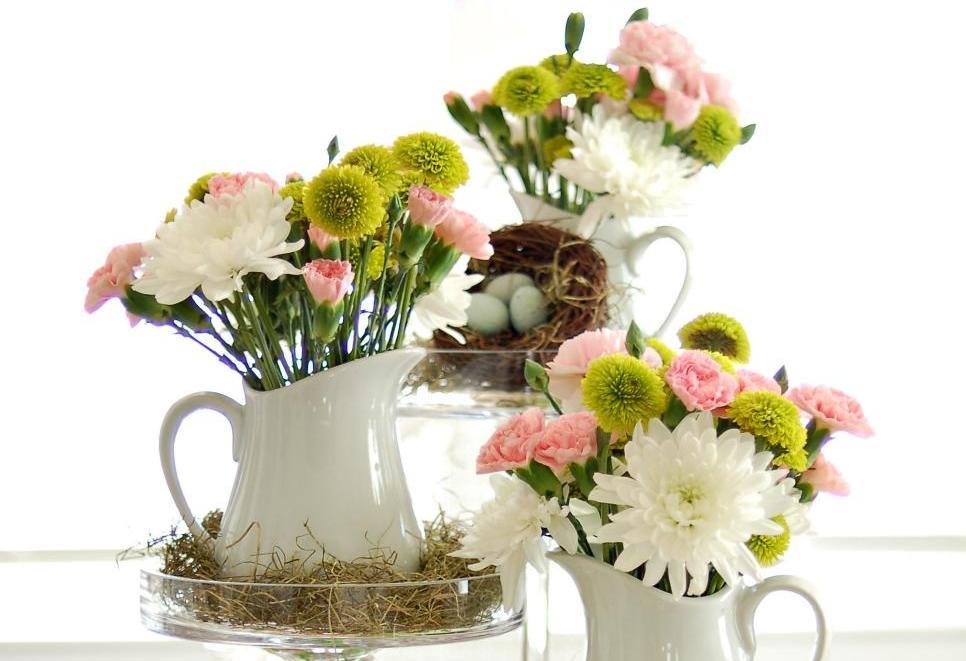 Как красиво украсить пасхальный стол: 7 фото в белых, розовых и салатовых тонах