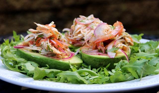 receptu/novogodnii-salat-s-avokado-na-novyi-god-2017-1.jpg