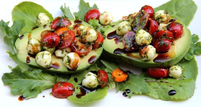 receptu/novogodnii-salat-s-avokado-na-novyi-god-2017-2.jpg